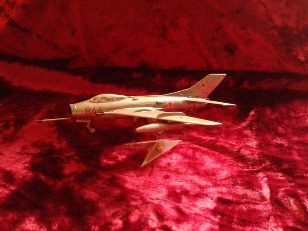 Современные военные самолеты маштаба 1:72 модели