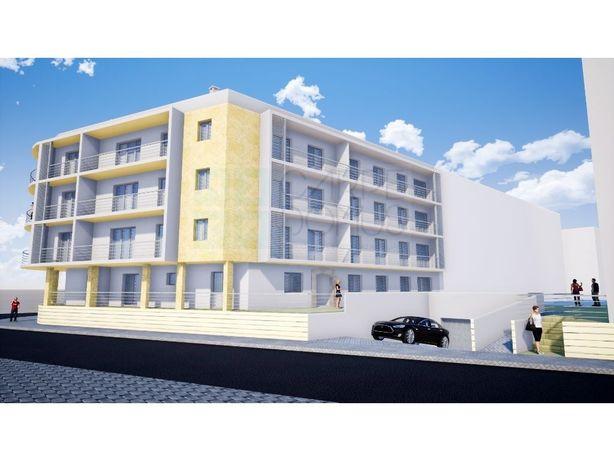 Modernos T2 com varanda em condomínio com piscina e box, ...