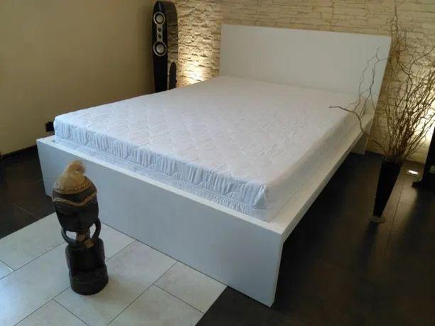 Ikea Malm nowoczesne łóżko z materacem sprężynowym 140 x200cm