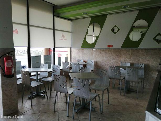 Trespassa-se café/pastelaria localizado na maravilhosa  Praia da Vieir