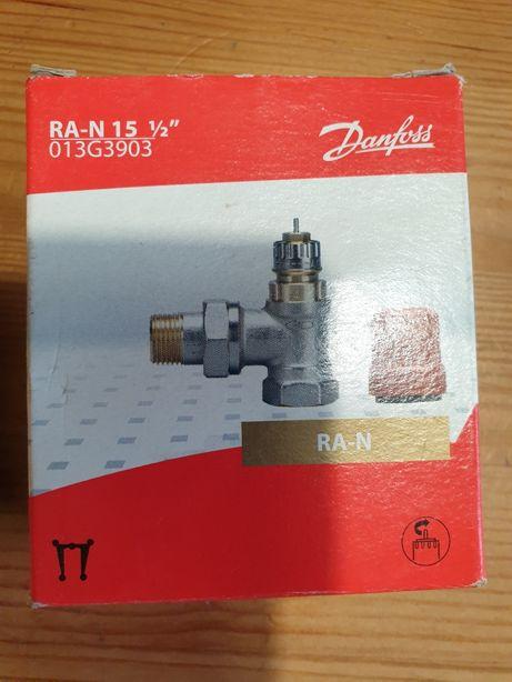 Zawór termostatyczny Danfoss 1/2 cala. Kątowy RA-N (click).