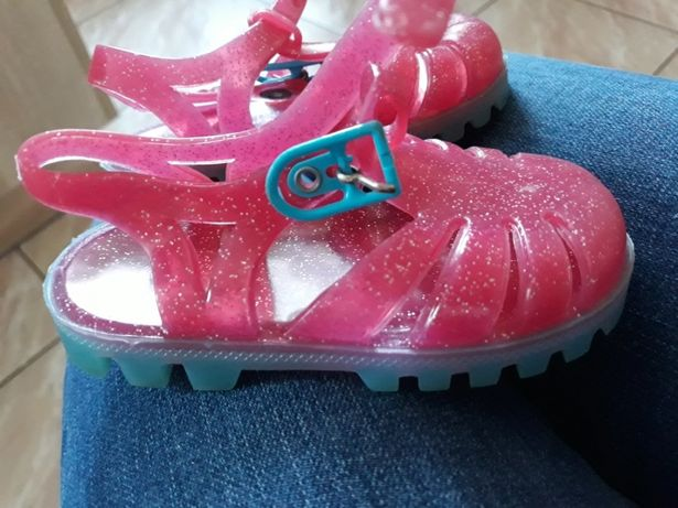 Sandałki gumowe r.20