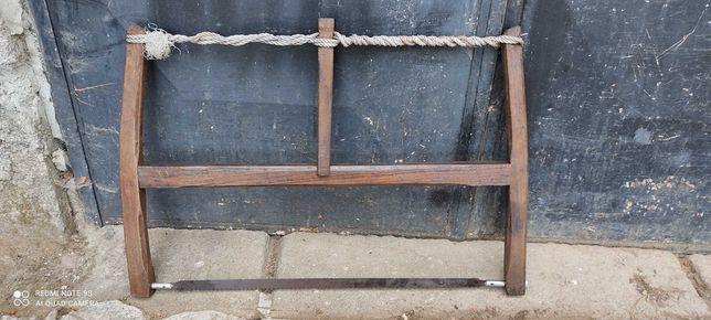 Serrote ou molheira antigas em madeira