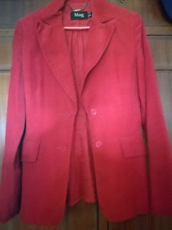 Casaco cintado vermelho