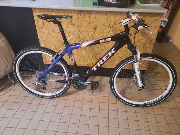 Bicicleta btt toda  carbono trek