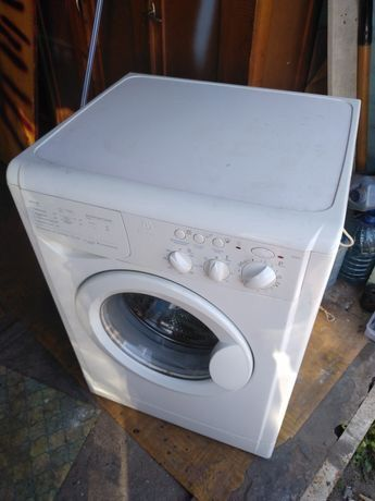 Стиральная машина Indesit на 5 кг Италия