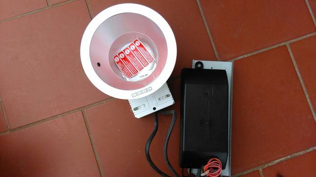 oprawa sufitowa lampy typu down light firmy Zumtobel Panos