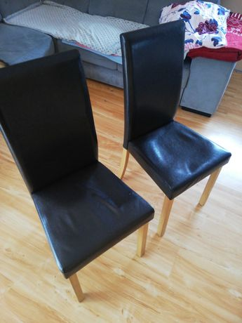 Krzesła 4 sztuki. Obite czarną sztuczną skórą.