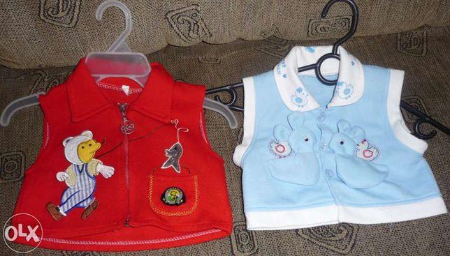 2 wesołe bezrękawniki dziecięce- niebieski i czerwony