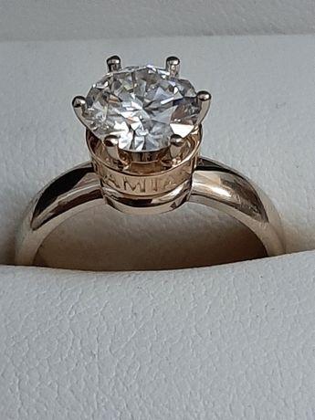 Золотое кольцо damiani с бриллиантом 2 карат.