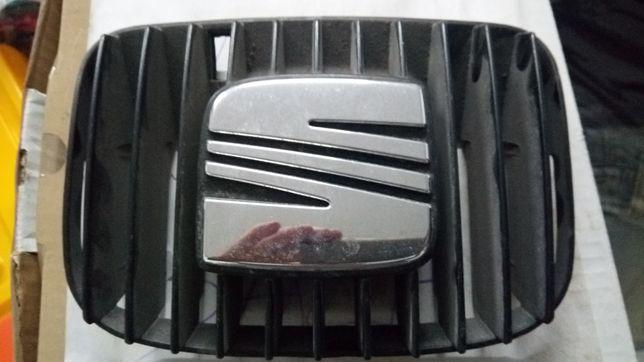 Grelha com Simbolo Seat Ibiza