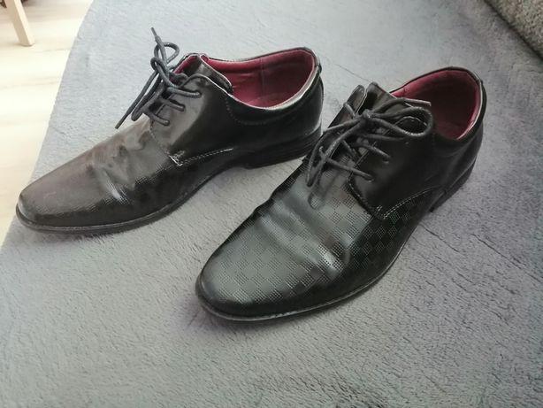 Buty garniturowe roz. 39 zamienię za kawę rozpuszczalną