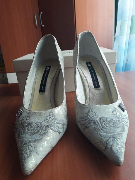 Красивые брендовые туфли!