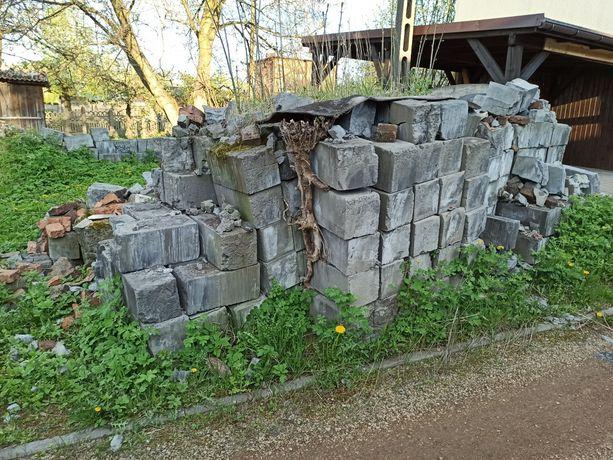 Gruz, cegły, pustaki