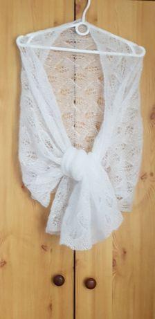 biały szal z mohairu