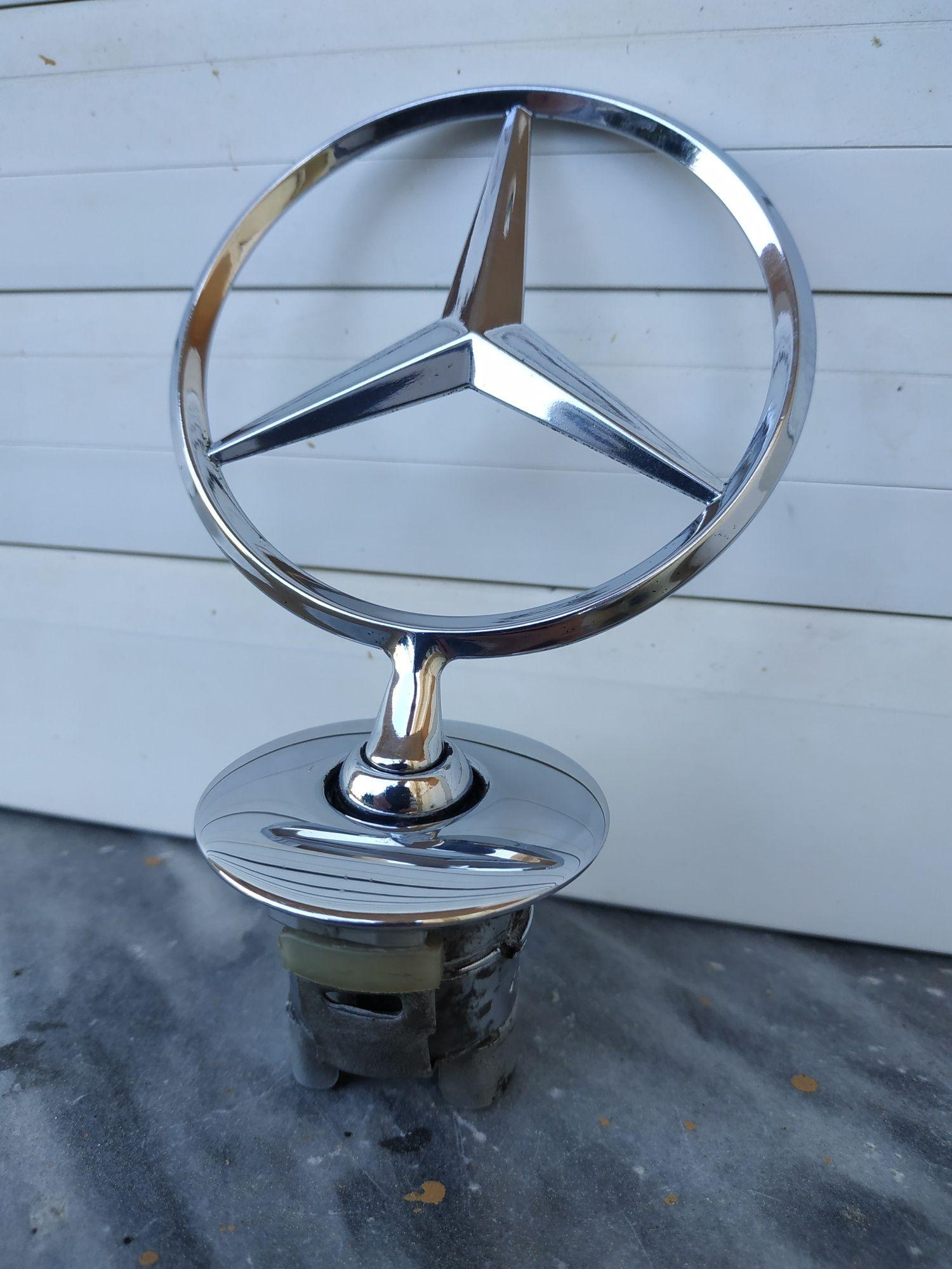 Emblemas Mercedes, Peugeot, Renault