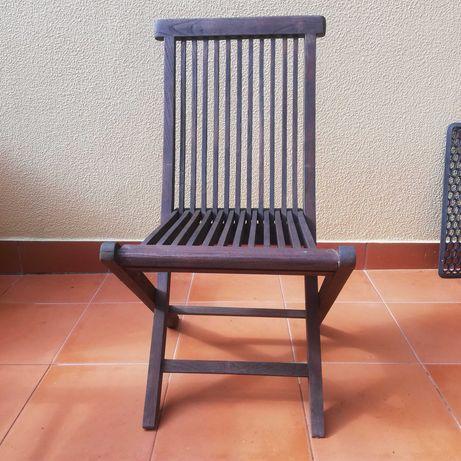 Cadeiras em madeira dobrável