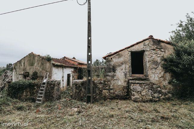 Terreno com ruína na freguesia de Santiago da Guarda, Leiria