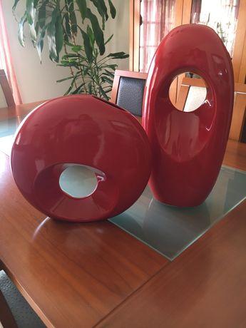 Jarras vermelhas decorativas de ceramica