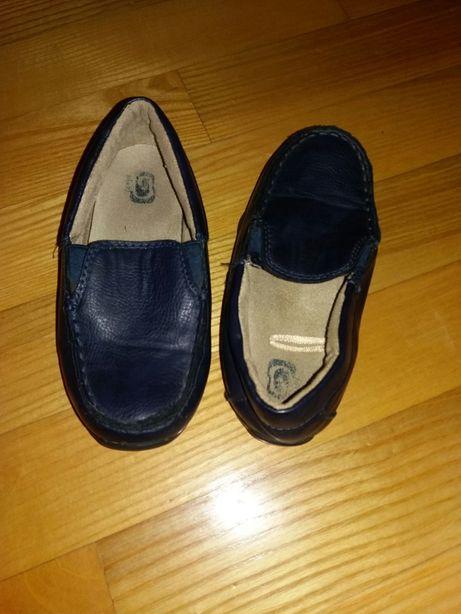 Взуття та спортивний одяг