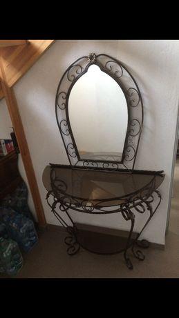 Stolik z lustrem