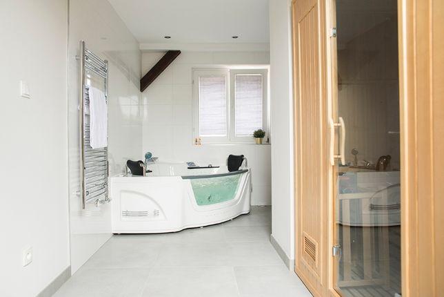 Apartament z prywatnym Jacuzzi oraz Sauna R25A