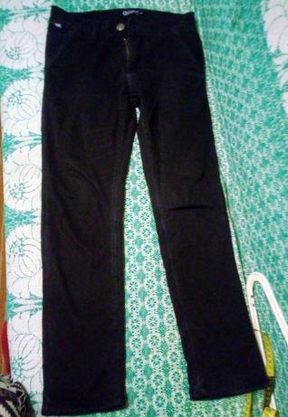 Продам черные джинсы на мальчика