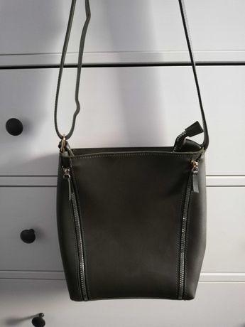 Damska torebka z zamkami