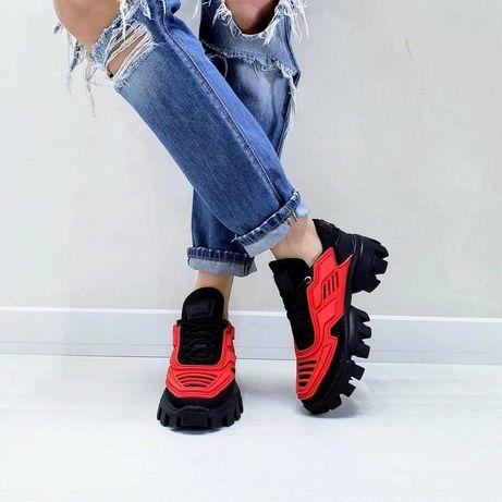 Продаю летние кроссовки с красными силиконовыми вставками PRA'DA