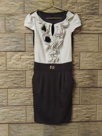 Трикотажное платье по фигуре платье-футляр
