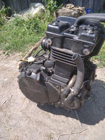 Двигун kawasaki gpz 500, kle 500, en 500