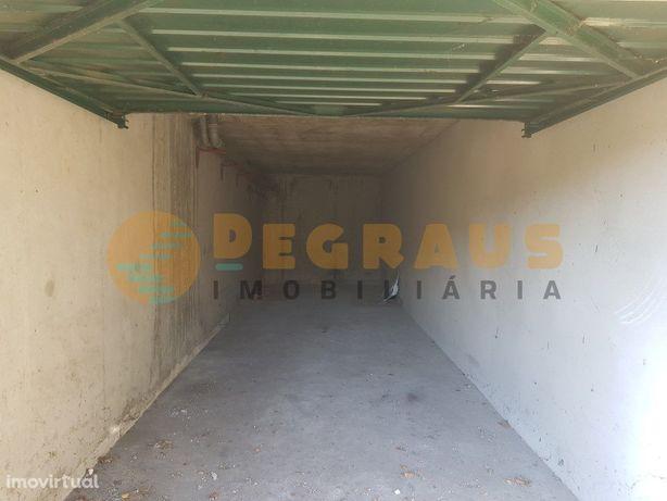 Garagem Fechada Para 2 Carros na Traslar, Vila Real