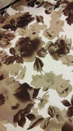 Tkanina biała w beżowe kwiaty