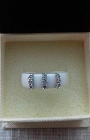 Nowy ceramiczny pierścionek