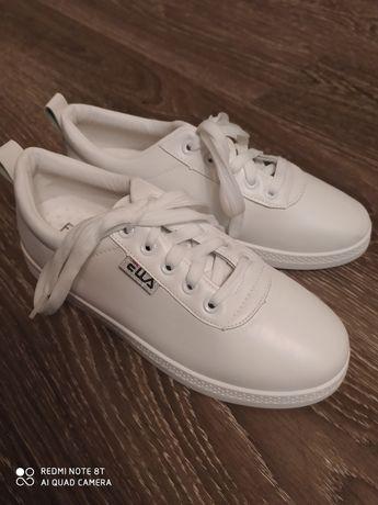 Кроссовки белые новые