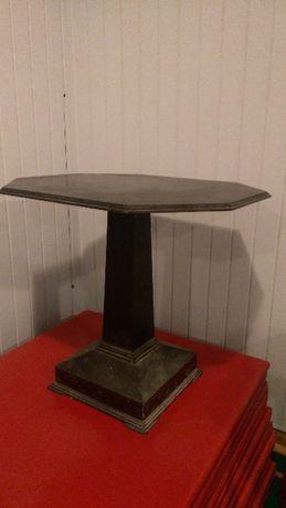 Stylowy stolik okolicznościowy , fornirowany , wym. 70x70 cm.