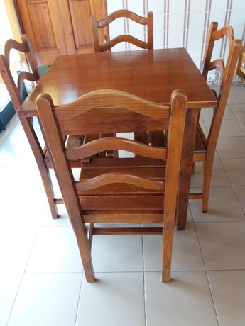 Conjuntos mesa e cadeiras em pinho