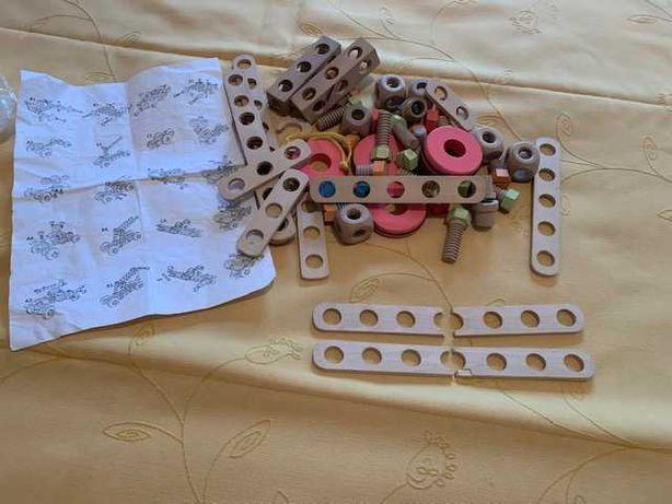 Puzzle de peças em madeira para montar