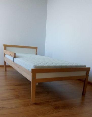 Łóżko dzicięce z materacem