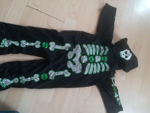 Костюм на хеллоуин на рост 74-80см иы одевали в 1.4