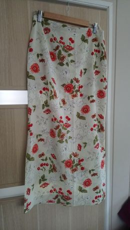 Maxi spódnica w czerwone kwiaty