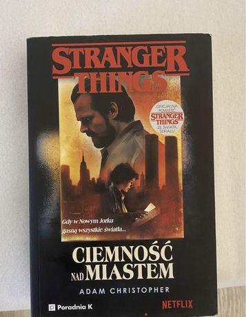 Ksiazka stranger things netflix Ciemnosc nad miastem
