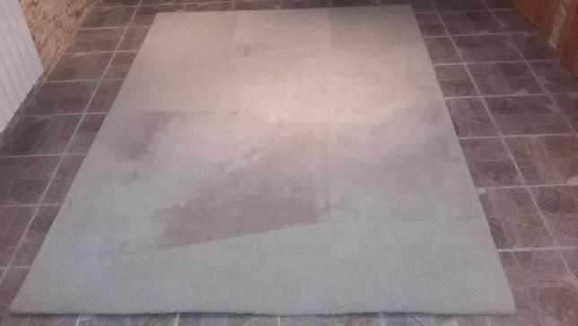 carpete cinza claro