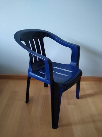 Krzesło dla dziecka, plastikowe, ogrodowe, lekkie, stan idealny