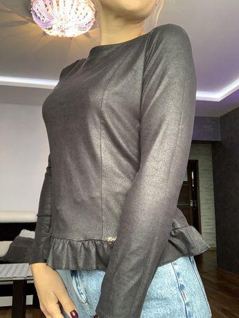Bluzka z blyszczacego czarnego materialu 36 Xana
