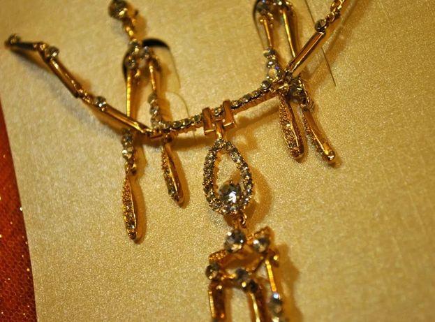 Великолепное мерцающее золотистое колье и серьги с камнями
