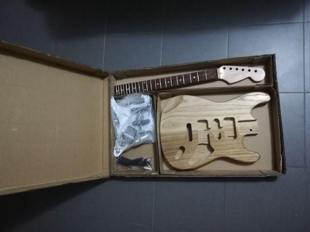 Kit de guitarra eléctrica para montar.