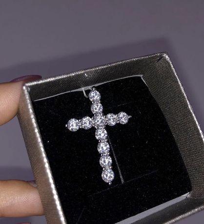 Серебряный крестик с цирконием камнями