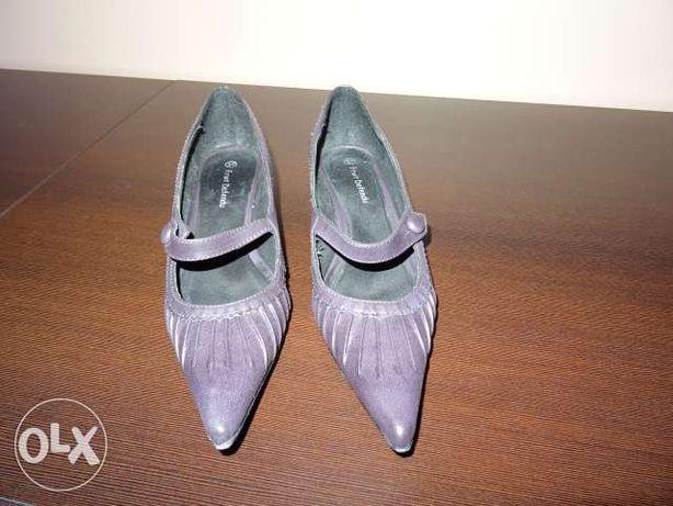 Wygodne skórzane buty i do tego w tym samym kolorze torebka.