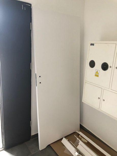 Drzwi biale DRE 80, wraz z oscieznica (bezprzylgowa). Tarnowskie Gory